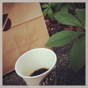 外でカフェ
